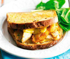 Sándwich-de-pollo-y-queso-Gouda-fundido