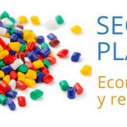 El sector del plástico y administración debaten medidas para impulsar la economía circular y el reciclado
